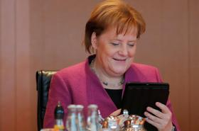 Angela Merkelová na únorové schůzi své vlády