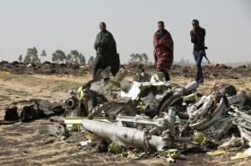 Trosky etiopského letounu