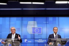 Šéf Evropské komise Jean-Claude Juncker a předseda Evropské rady Donald Tusk