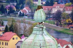 V Hranicích hrozí pád věžičky kostela
