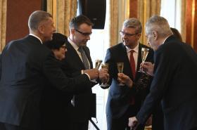 Přípitek po jmenování nových ministrů a vicepremiérů