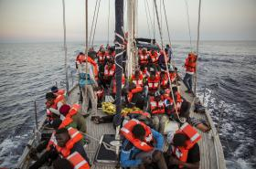 Běženci na plavidlu Alex