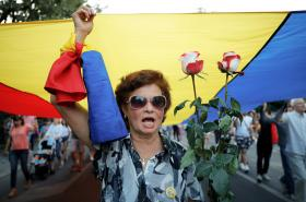 Protivládní protest v Rumunsku kvůli únosu a vraždě mladé dívky