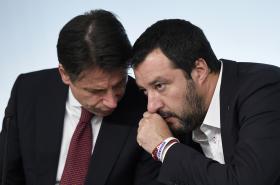 Giuseppe Conte (vlevo) a Matteo Salvini