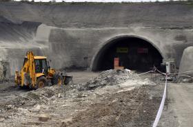 Portál budoucího tunelu Mezno