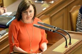 Ministryně financí Alena Schillerová v Poslanecké sněmovně
