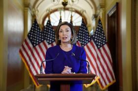 Nancy Pelosiová během vystoupení v Kapitolu