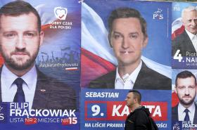 Předvolební plakáty vládní strany Právo a spravedlnost (PiS)