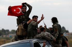 Ankarou podporovaní syrští vzbouřenci v tureckém příhraničním městě Akcakale