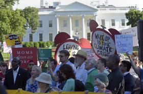 Protest za ochranu klimatu před Bílým domem