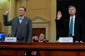 Náměstek ministra zahraničí George Kent a chargé d'affaires na Ukrajině William Taylor vypovídají v Kongresu