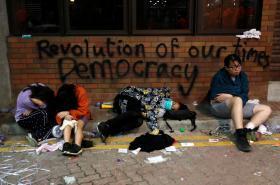Protestující v kampusu polytechnické univerzity