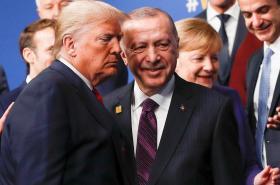 Prezidenti Donald Trump a Recep Tayyip Erdogan na summitu NATO v Londýně