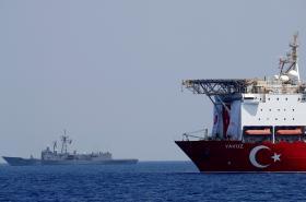Turecká těžařská loď Yavuz