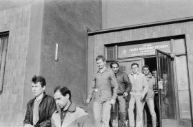 Propuštění vězni po amnestii vyhlýšené Václavem Havlem na Nový rok 1990
