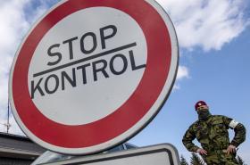 Armáda pomáhá policii při ostraze hranic s Polskem na uzavřeném přechodu v Malé Úpě na Trutnovsku