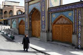 Íránka s ochrannou rouškou