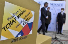 Předání tchaj-wanské humanitární pomoci Česku