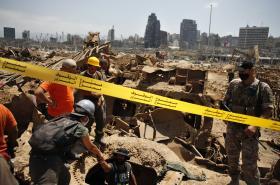 Záchranné týmy pátrají na místě exploze
