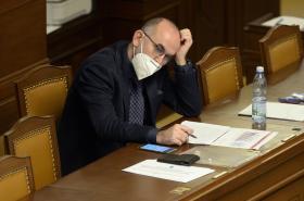 Ministr zdravotnictví Jan Blatný (za ANO) v Poslanecké sněmovně