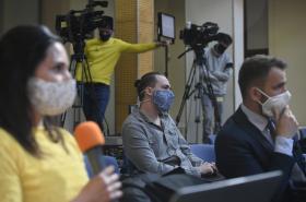 Novináři naslouchají ministrům