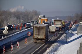 Kamiony stojí na dálnici D6