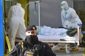 Převoz pacientů ze sokolovské nemocnice