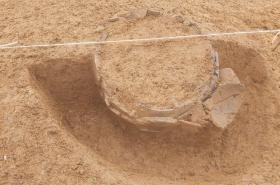 V místě, kudy povede dálnice, objevili archeologové žárové hroby