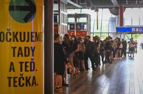 Očkování bez registrace na hlavním nádraží v Praze