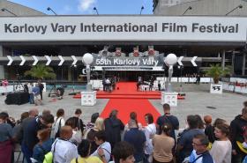 Přípravy na zahájení 55. ročníku festivalu ve Varech