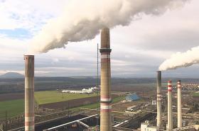 Komíny elektrárny v Mělníku