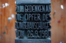 Pomník obětem atentátu z Oktoberfestu 1980