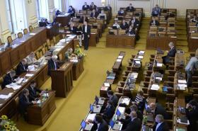 Sněmovna při projednávání služebního zákona