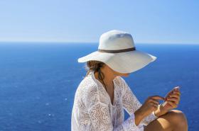 Telefonování z dovolené v zahraničí bude cenově příjemnější
