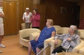 Domov pro seniory si kvůli úsporám nemůže dovolit nový inventář