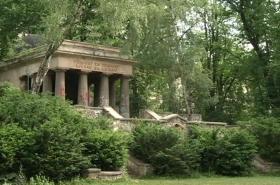 Jihoslovanské mauzoleum v Bezručových sadech