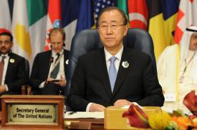 Generální tajemník OSN Pan Ki-mun na konferenci v Kuvajtu