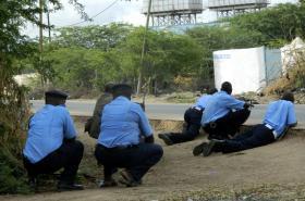 Keňská policie v blízkosti univerzity, kde došlo k útoku