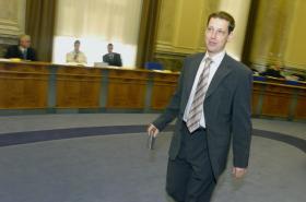 Stanislav Gross v roli předsedy vlády