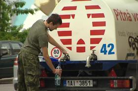 Cisterny zásobují obyvatele Dejvic a Bubenče pitnou vodou