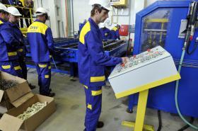 Práce na lince na výrobu pražců ŽPSV