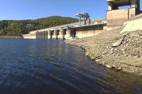 Nízká hladina vody v Orlické přehradě