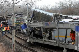 Srážka vlaků u Žalhostic na Litoměřicku - 28. 3. 2015