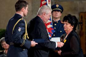 Medaili Za zásluhy převzala anestezioložka Danuše Táborská