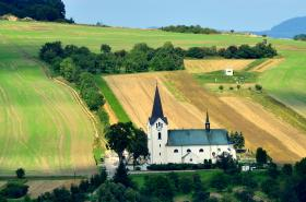 Kostelní věž z dálky vypadala bez vady