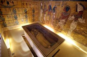 Tutanchamonova hrobka má skrývat i Nefertiti