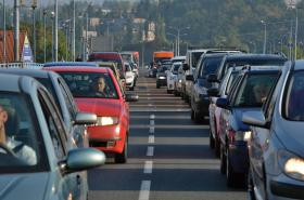 Na Karlovarské třídě v Plzni řidiči často tráví čas v kolonách