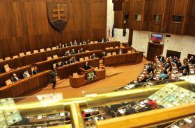 Národní rada Slovenské republiky schválila změnu ústavy