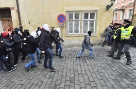 Střet na Malé Straně v Praze