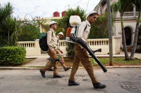 Likvidace komárů v kubánské metropoli Havaně